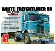 White Freightliner SD -1004