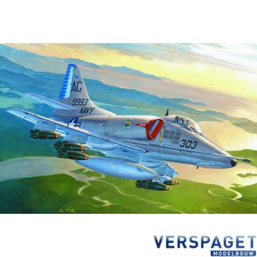 Douglas A-4E Skyhawk -87254