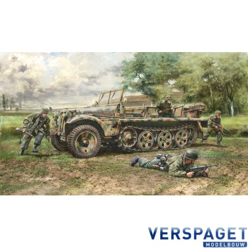 Sd.Kfz. 10 DEMAG D7 with German Paratroops -6561