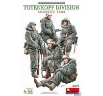 TOTENKOPF DIVISION KHARKOV 1943 -35075