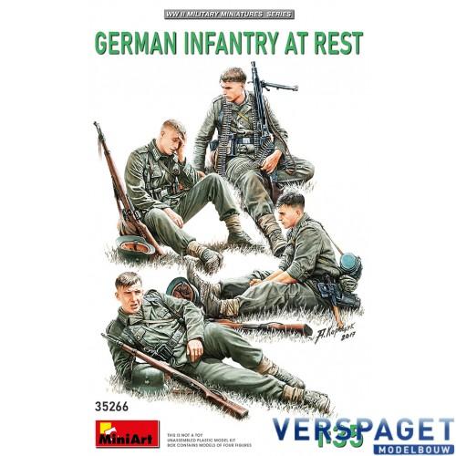 GERMAN INFANTRY AT REST -35266