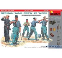 GERMAN TANK CREW AT WORK -35285