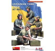 Ukrainian tank crew at rest -37067