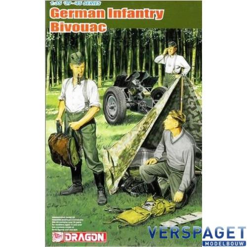 German Infantry Bivouac (3 Figures Set with Zeltbahn) -6695