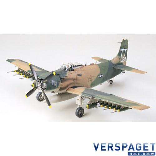 Douglas A-1J Skyraider USAF  -61073