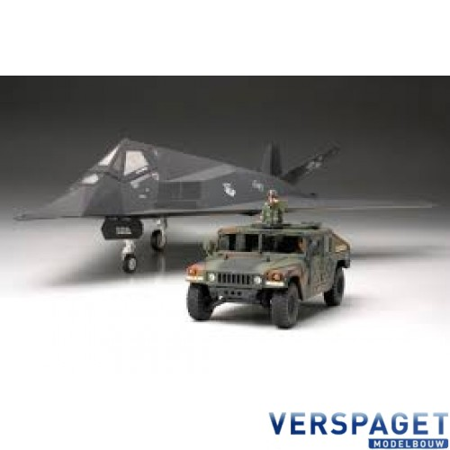F-117A Nighthawk w/US Modern 4x4 Utility Vehicle -89773
